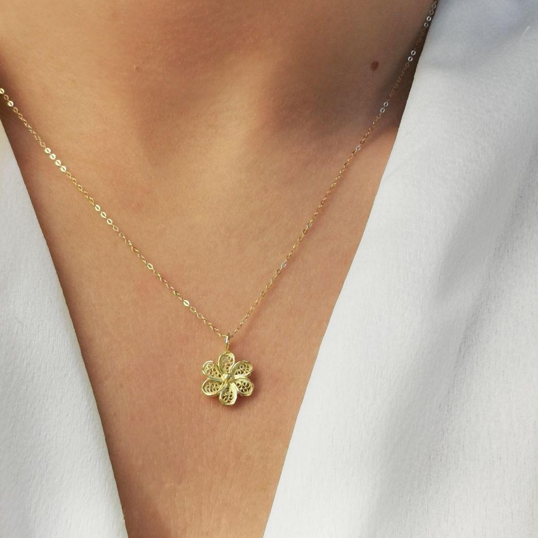 Necklace Flower in 19,2Kt Gold