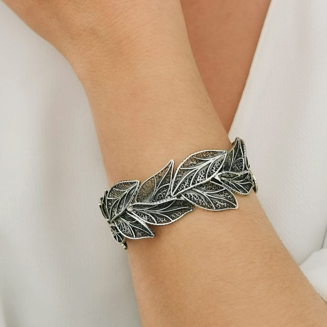Bracelet Leaves in Silver
