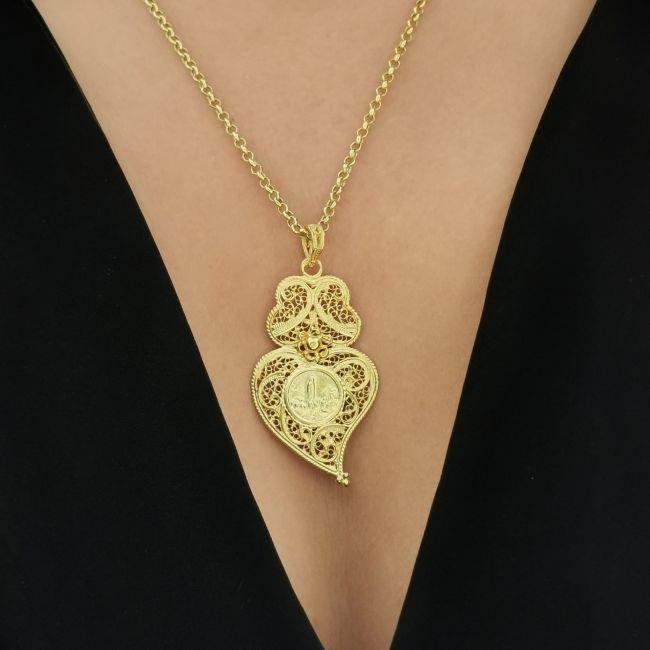 Colar Coração de Viana com Nossa Senhora de Fátima em Prata Dourada