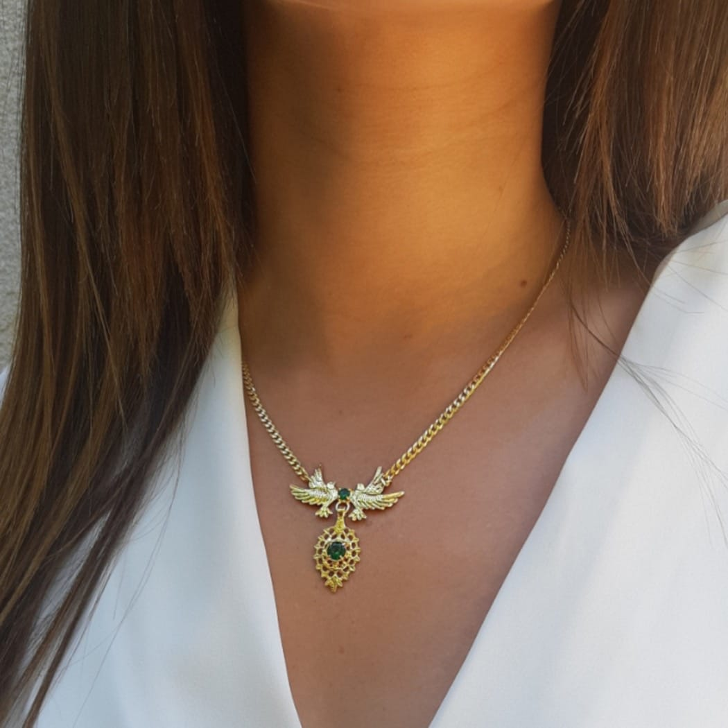 Necklace Queen Dove Emerald in Silver