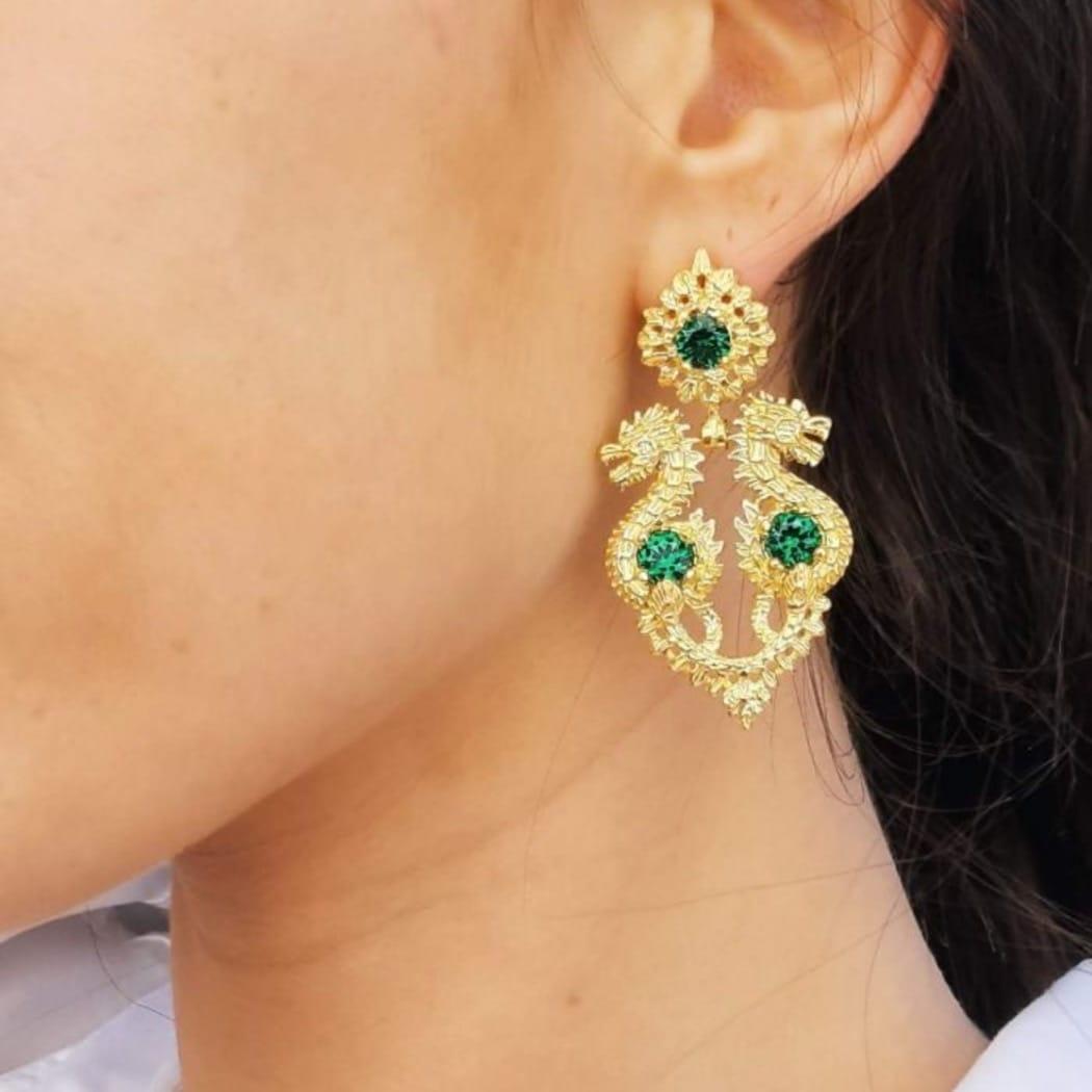 Brincos Rainha Dragão Esmeralda em Prata