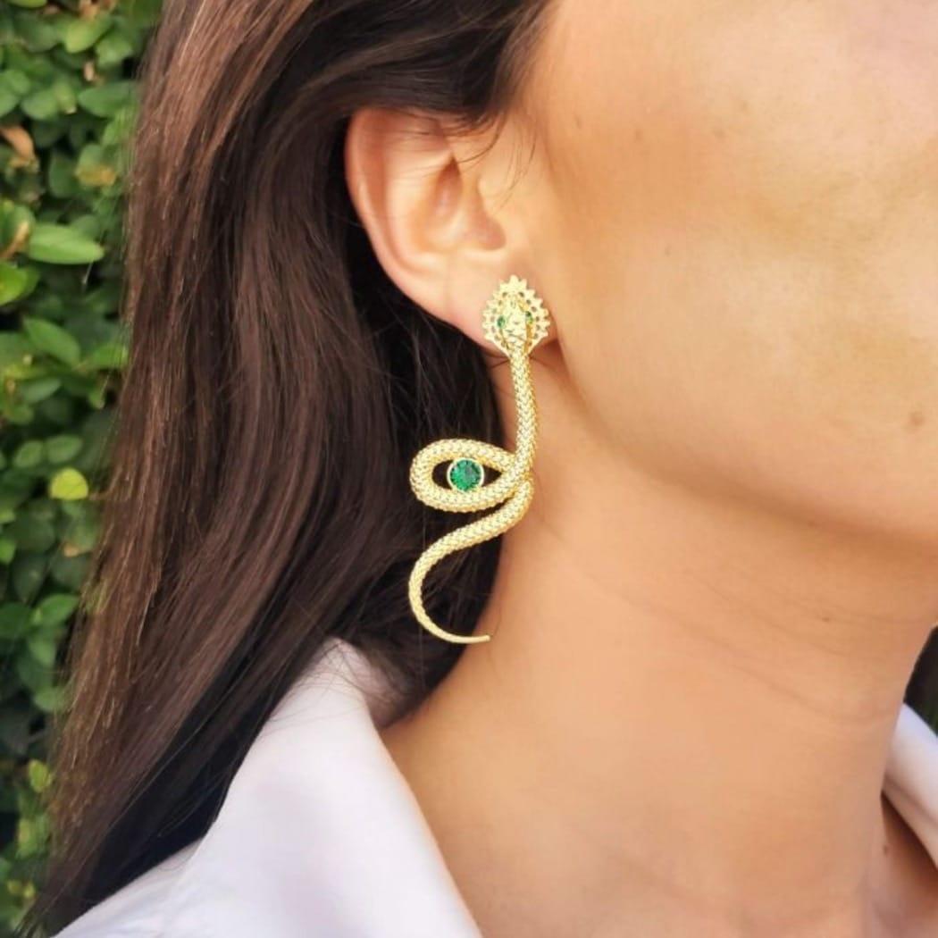 Brincos Cobra Esmeralda em Prata dourada