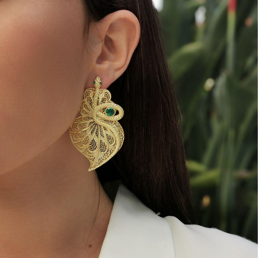 Brincos Coração Cobra Esmeralda em Prata Dourada