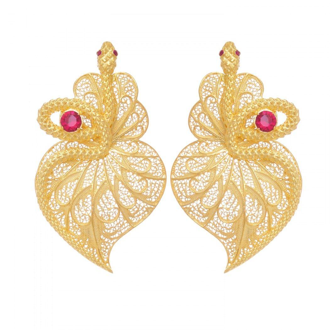 Brincos Coração Cobra Rubi em Prata Dourada