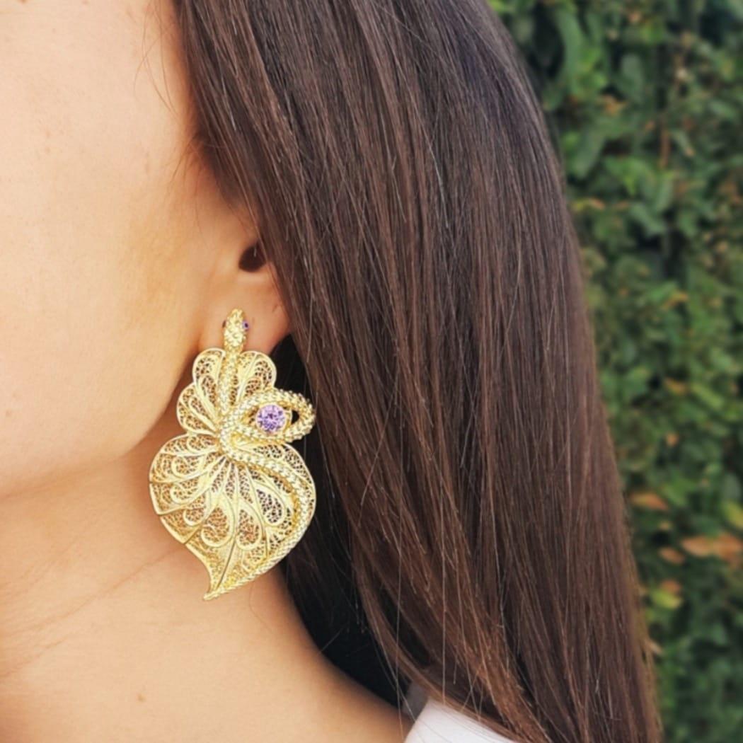 Brincos Coração Cobra Ametista em Prata Dourada